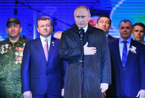 Президент РФ Владимир Путин на концерте в Симферополе по случаю пятилетия воссоединения Крыма с Россией - Sputnik Латвия