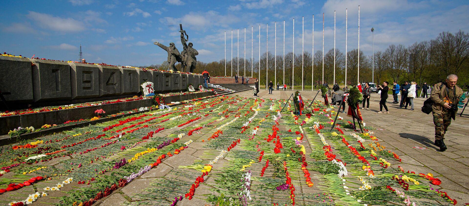 День Победы у памятника Освободителям в Риге - Sputnik Latvija, 1920, 13.05.2020