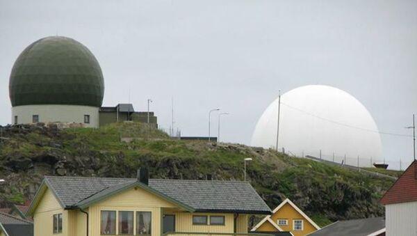 Радар Globus, расположенный на территории норвежского города Вардё  - Sputnik Latvija