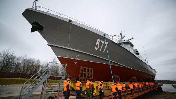Спуск на воду первого серийного малого ракетного корабля проекта 22800 Каракурт - Sputnik Latvija