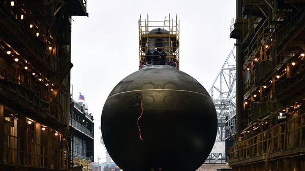 Спуск на воду дизель-электрической подводной лодки Волхов - Sputnik Латвия