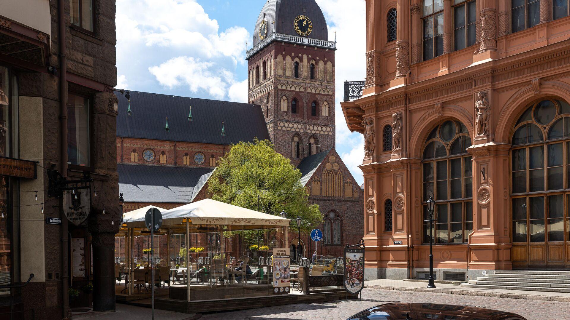 Улица Смилшу, Домская площадь и здание Рижской биржи - Sputnik Латвия, 1920, 04.09.2021