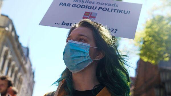 Пикет у здания Сейма против утверждения краевой реформы на удаленном заседании - Sputnik Latvija