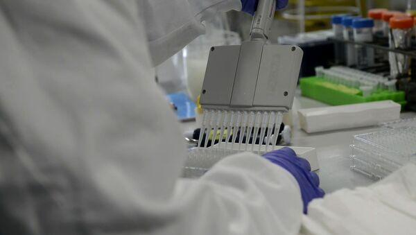 В погоне за выгодой: фармкомпании могли заранее подготовиться к пандемии - Sputnik Latvija