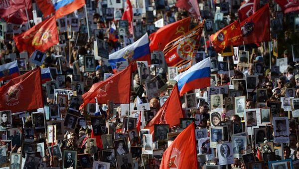 Бессмертный полк Москва по Красной площади - Sputnik Латвия