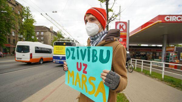 Активисты проводят пикет против строительства здания СГБ на месте бывшего велотрека Mars - Sputnik Latvija