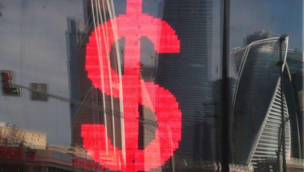 Табло с символикой доллара - Sputnik Latvija