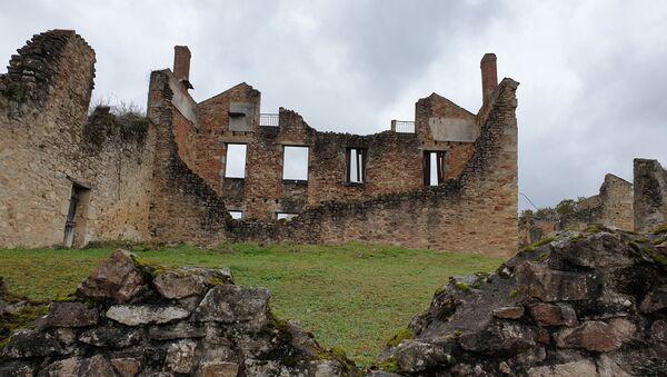 Руины города Орадур-Сюр-Глан во Франции. - Sputnik Латвия
