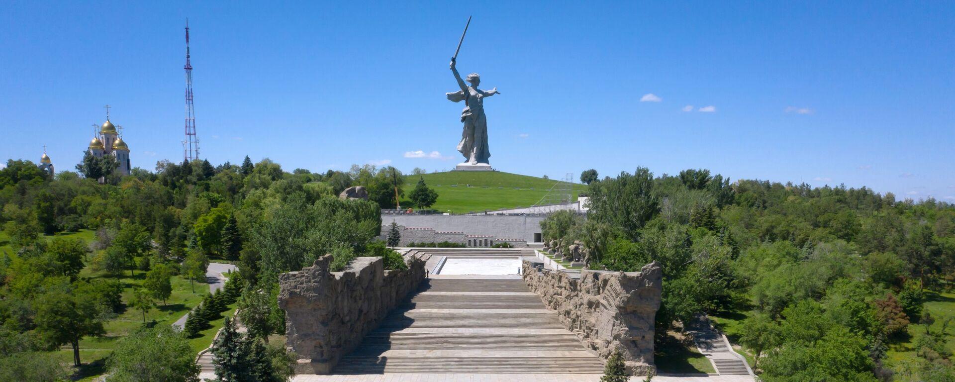 Монумент Родина-мать зовет! на Мамаевом кургане в Волгограде после реставрации - Sputnik Latvija, 1920, 09.05.2021