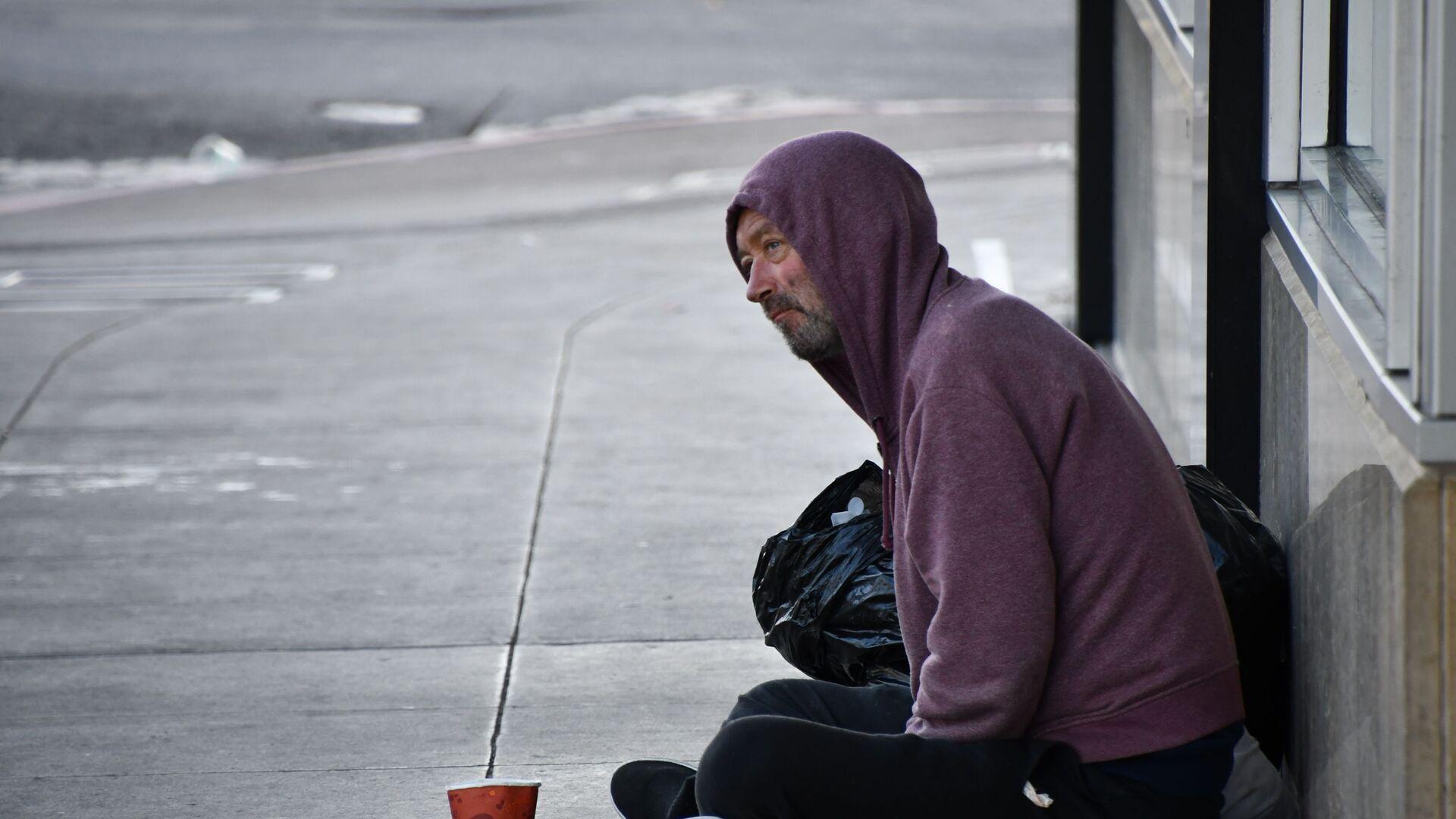 Бездомный на улице  - Sputnik Латвия, 1920, 14.07.2021