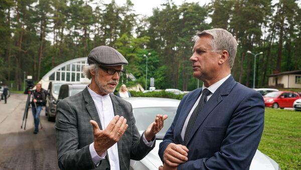 Эксперт министерства культуры Латвии Янис Дрипе (слева) и министр культуры Наурис Пунтулис - Sputnik Латвия