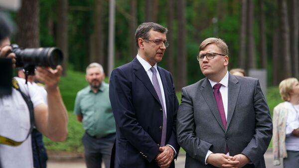 Министр финансов Янис Рейрс (слева) и министр среды и регионального развития Юрис Пуце - Sputnik Латвия