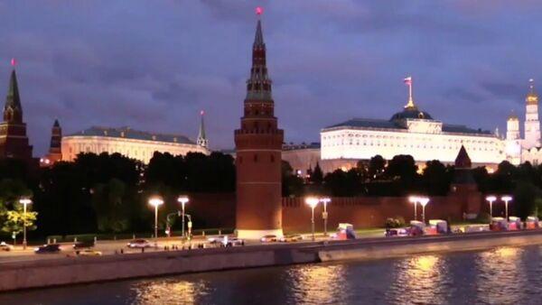 Световая инсталляция на стенах Кремля в честь Дня России - Sputnik Латвия
