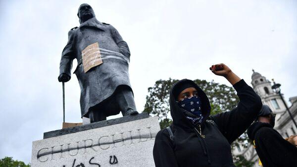 Памятник Черчиллю в Лондоне - Sputnik Латвия