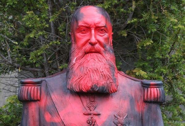 Протестующие осквернили памятник королю-колонизатору Леопольду II в Бельгии. - Sputnik Латвия