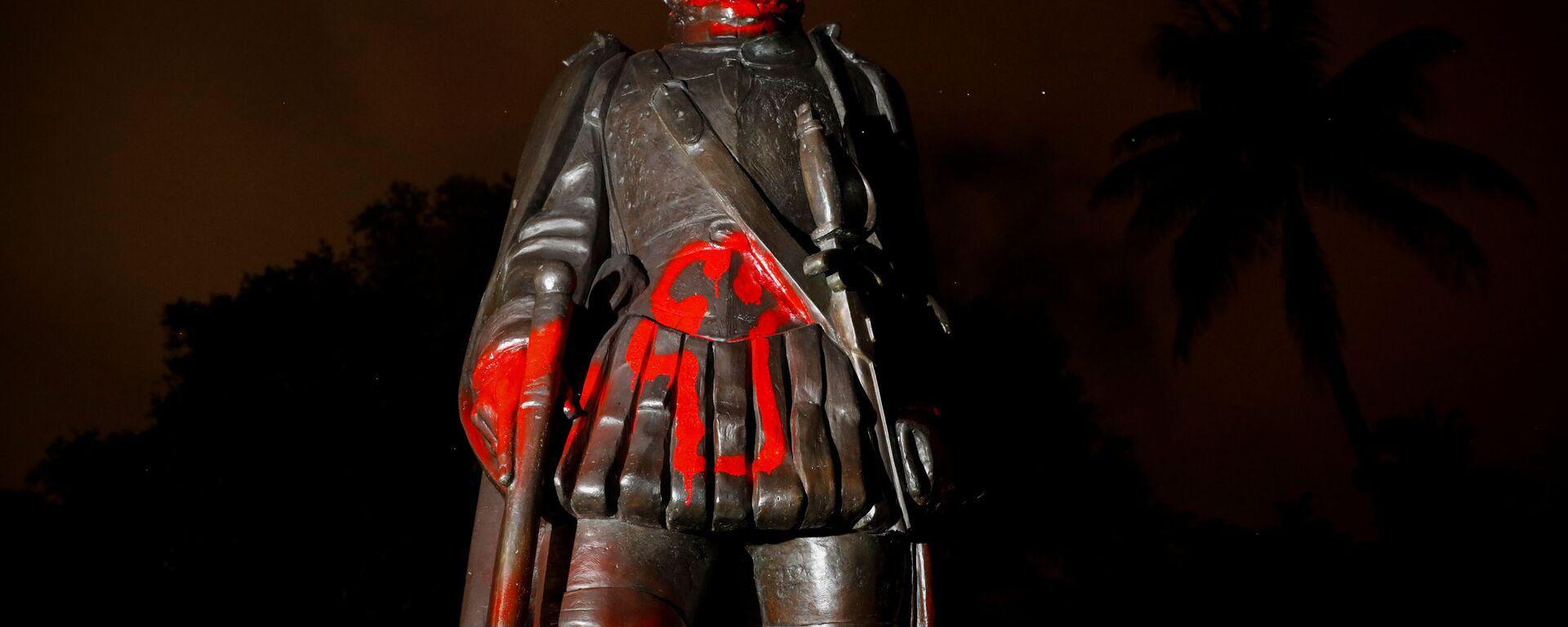 Оскверненная статуя Христофора Колумба,  Майами, штат Флорида, США - Sputnik Латвия, 1920, 22.06.2020