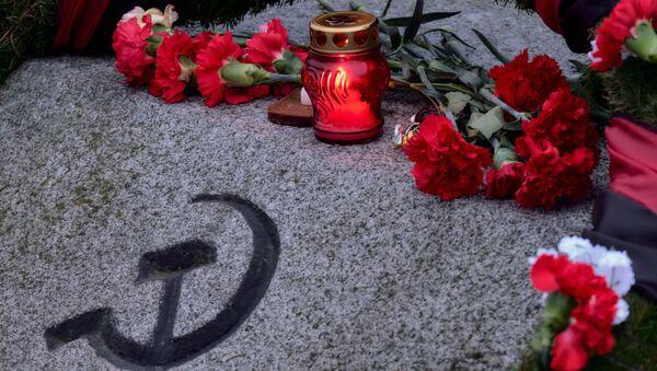 Символ серпа и молота, архивное фото - Sputnik Latvija