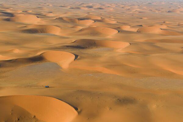 Ралли-марафон Дакар-2020 в пустыне Саудовской Аравии - Sputnik Латвия