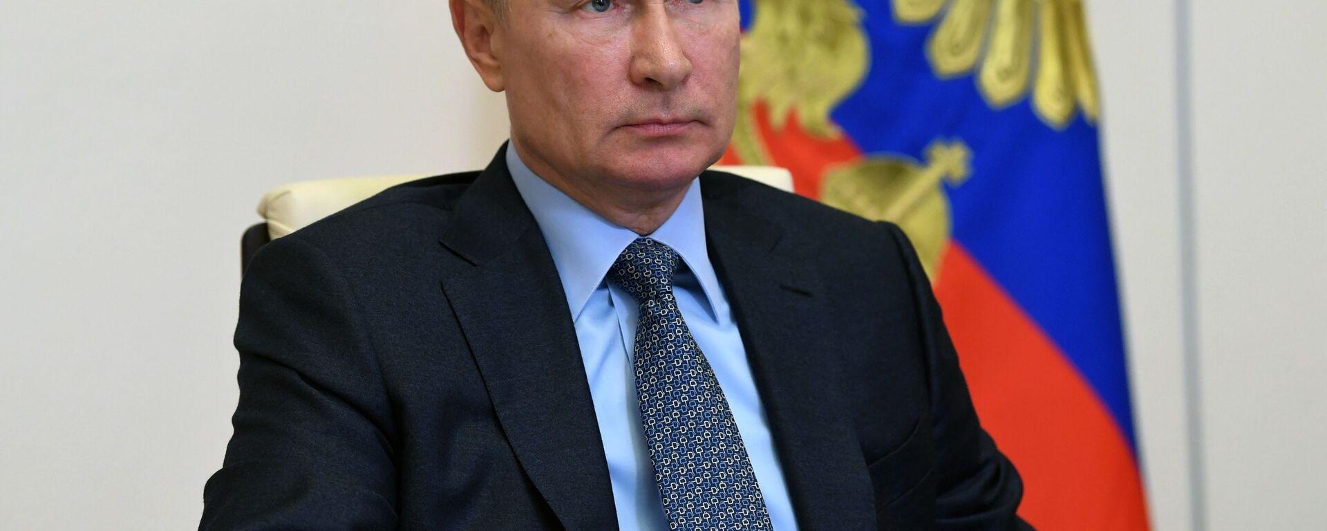 Президент РФ В. Путин провел совещание о реализации мер поддержки экономики и социальной сферы - Sputnik Латвия, 1920, 20.11.2020