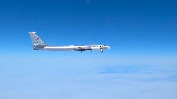 Американские F-22 снова вторглись в плановый полет российских истребителей - Sputnik Latvija