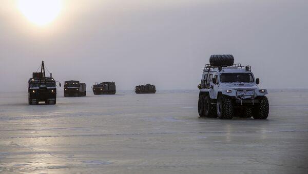 Испытания новых и перспективных образцов вооружения, военной и специальной техники в условиях Арктики - Sputnik Latvija