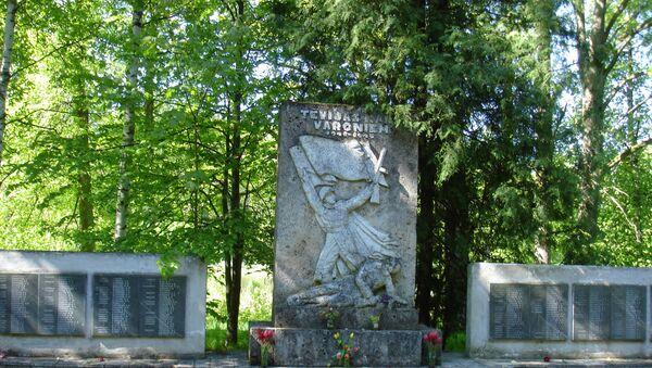 Мемориал в посёлке Залениеки, где увековечены некоторые красноармейцы, погибшие 29 июня 1941 года у хуторов Вайтенес и Сниедзес, 2014 год - Sputnik Латвия