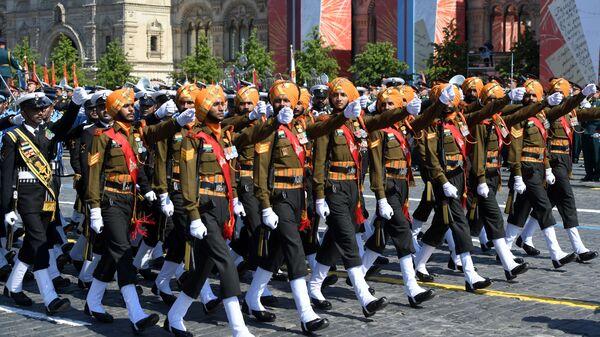 Парадный расчет армии Индии во время военного парада в ознаменование 75-летия Победы в Великой Отечественной войне 1941-1945 годов на Красной площади в Москве - Sputnik Латвия