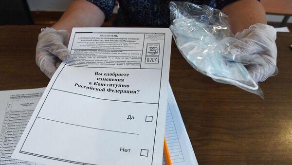 Голосование по внесению поправок в Конституцию РФ в городах России - Sputnik Латвия