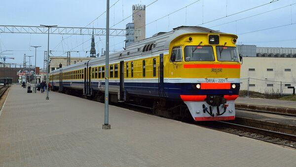 Поезд в Латвии на вокзале - Sputnik Латвия