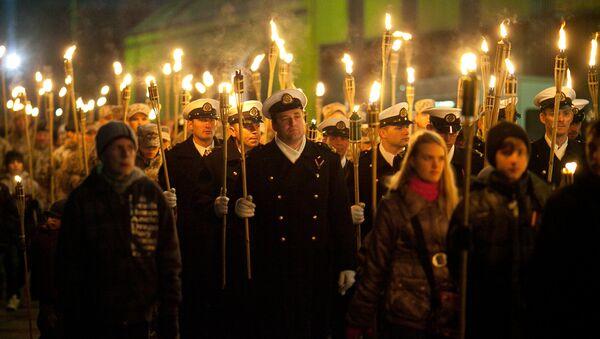 Факельное шествие в День Лачплесиса - Sputnik Латвия