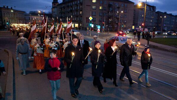 Факельное шествие в День Лачплесиса - Sputnik Latvija