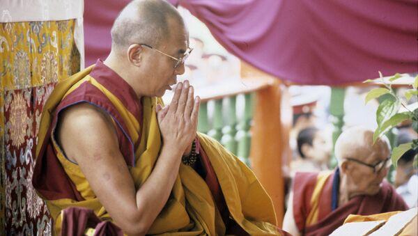 Далай-Лама XIV ведет службу в Иволгинском дацане - Sputnik Latvija