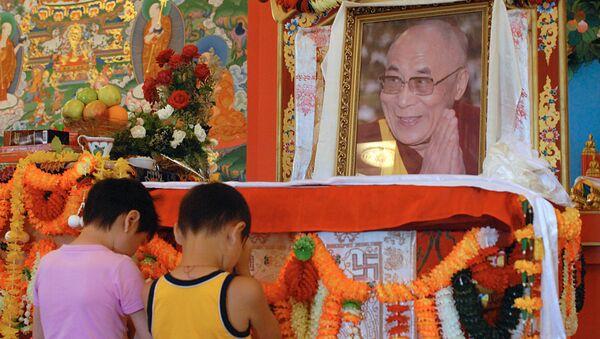 Буддисты отмечают День рождения Далай-ламы - Sputnik Латвия
