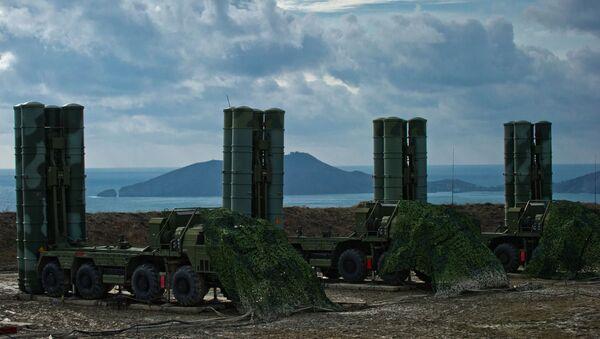 Зенитный ракетный комплекс С-400 Триумф в Крыму. - Sputnik Latvija