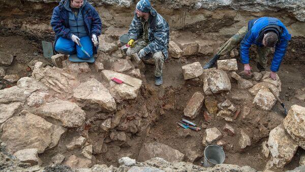 Археологи ведут раскопки. Архивное фото - Sputnik Латвия