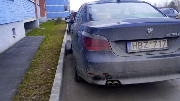 Pieparkotas automašīnas ar Lietuvas numurzīmēm. Foto no arhīva - Sputnik Latvija