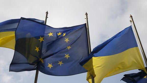 Флаги Украины и ЕС - Sputnik Латвия