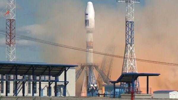 Кадры первого запуска ракеты со спутниками с космодрома Восточный - Sputnik Latvija