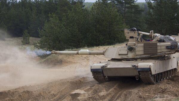 Танк M1A2 Abrams на военном полигоне Адажи во время учений - Sputnik Латвия