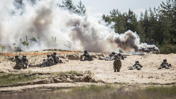 Солдаты НАТО на полигоне Адажи во время учений - Sputnik Латвия