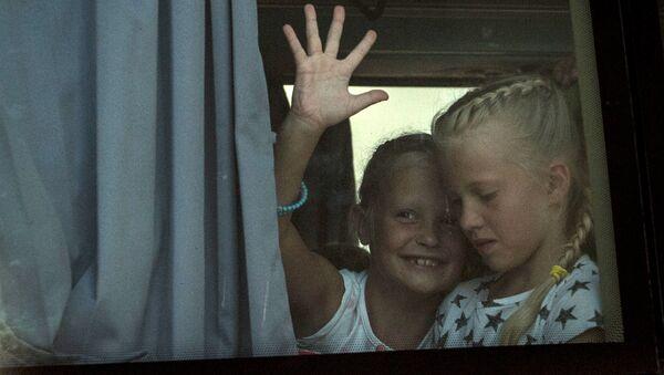 Дети в автобусе - Sputnik Латвия