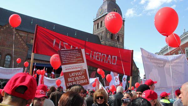 Митинг профсоюзов на Домской площади - Sputnik Latvija