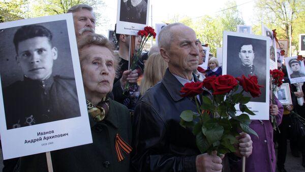 Участники акции Бессмертный полк в Риге - Sputnik Latvija