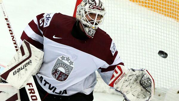 Вратарь сборной Латвии по хоккею Эдгарс Масальскис. Архивное фото - Sputnik Латвия