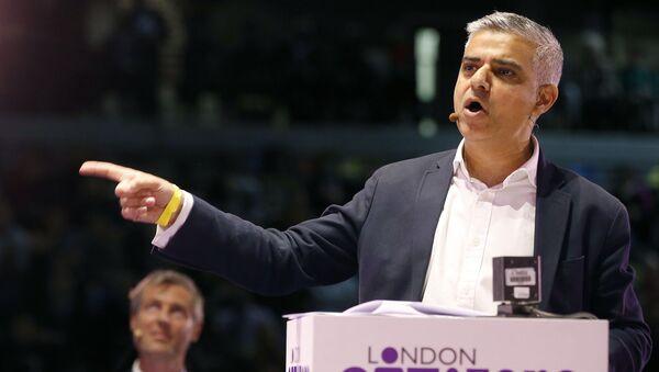 Британский политик-лейборист пакистанского происхождения Садик Хан - Sputnik Latvija