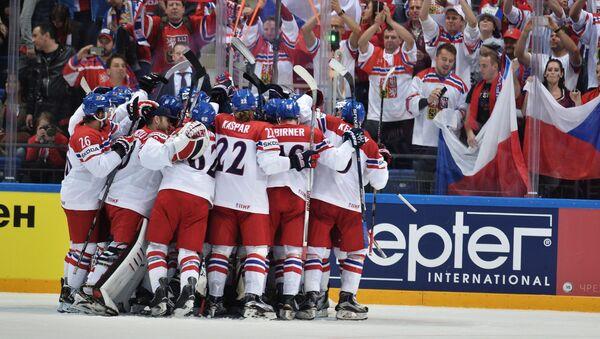Игроки сборной Чехии радуются победе в матче группового этапа чемпионата мира по хоккею между сборными командами Чехии и России - Sputnik Latvija