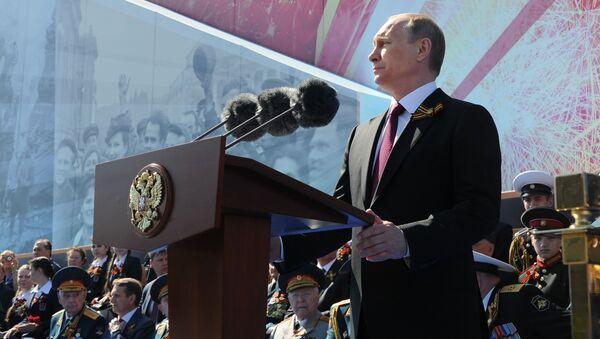 Президент России Владимир Путин на параде в честь победы в Великой Отечественной войне - Sputnik Латвия