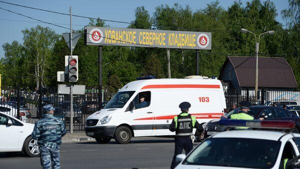 Массовая драка на Хованском кладбище в Москве - Sputnik Латвия