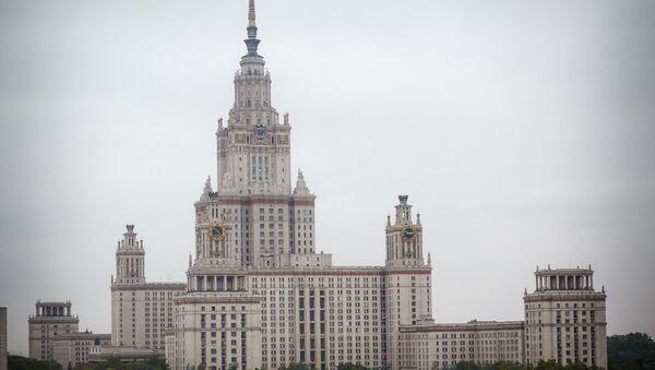 Здание Московского государственного университета - Sputnik Latvija
