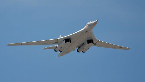 Cтратегический бомбардировщик-ракетоносец Ту-160 - Sputnik Латвия